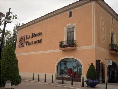 La-Roca-Village-01