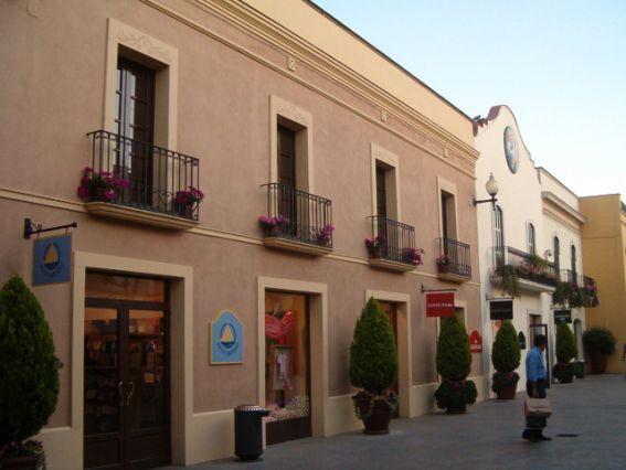 la-roca-village-pueblo-comercia_241152